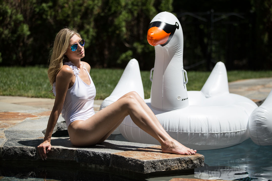 Goodnight Macaroon Swan Side Feather Swimsuit