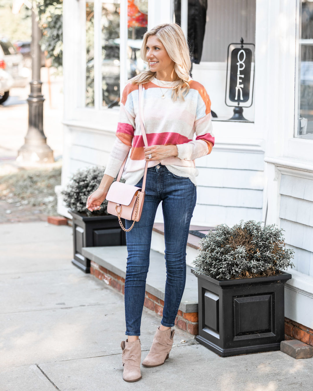 casual and comfy sweater from goodnight macaroon The Glamorous Gal