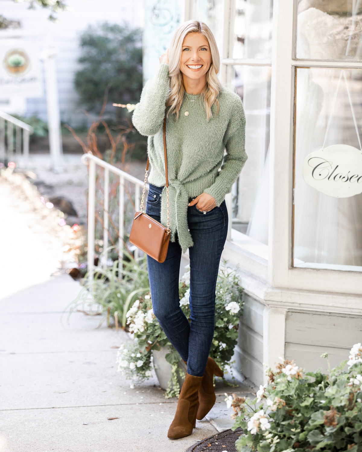 cute and casual fall outfit details The Glamorous Gal