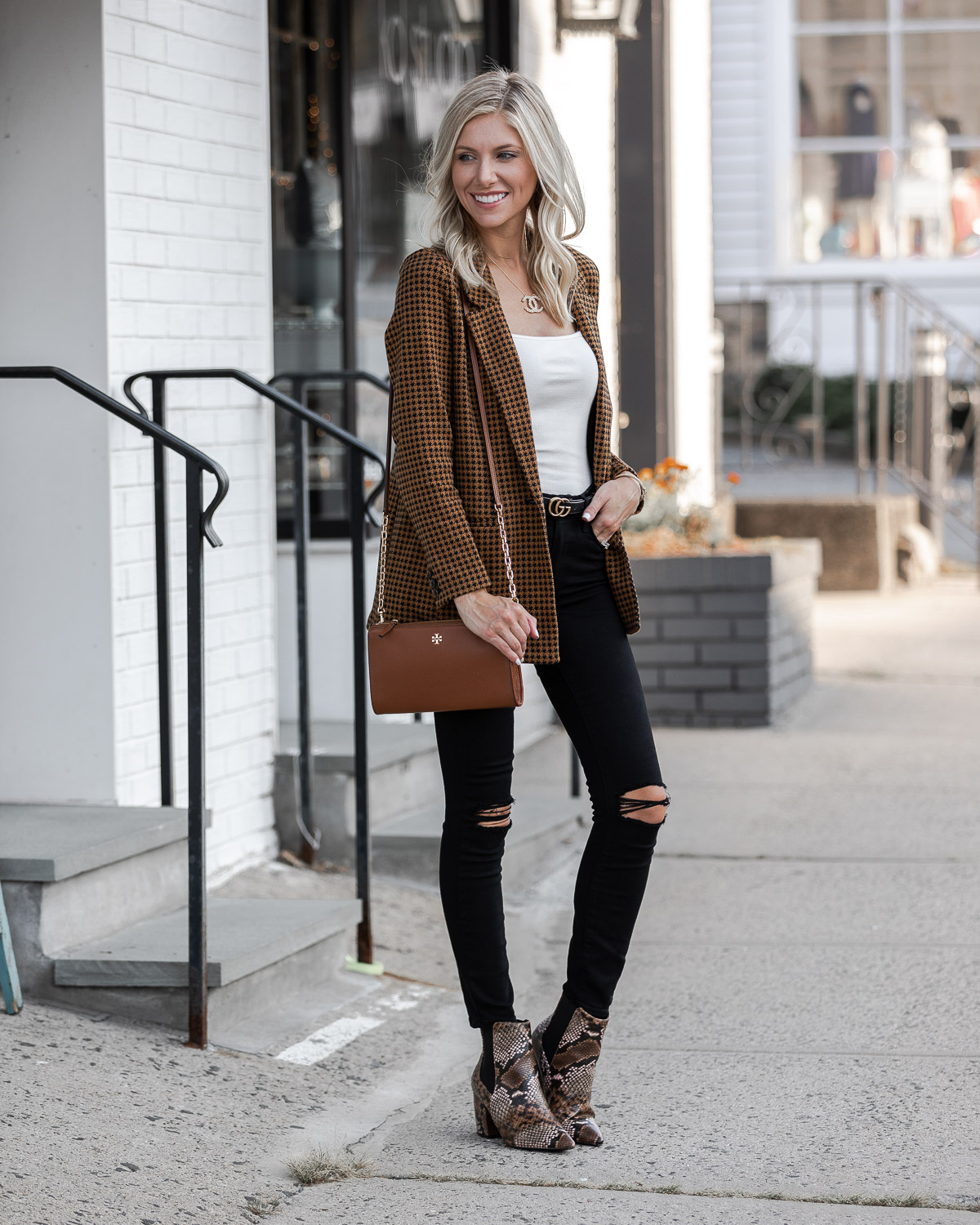 black and brown outfit for Fall The Glamorous Gal