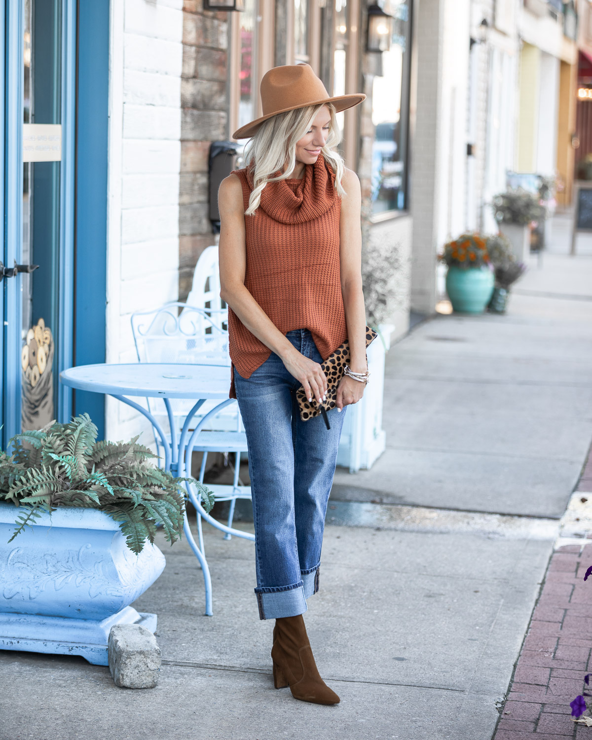 casual fall outfit from mint julep boutique The Glamorous Gal