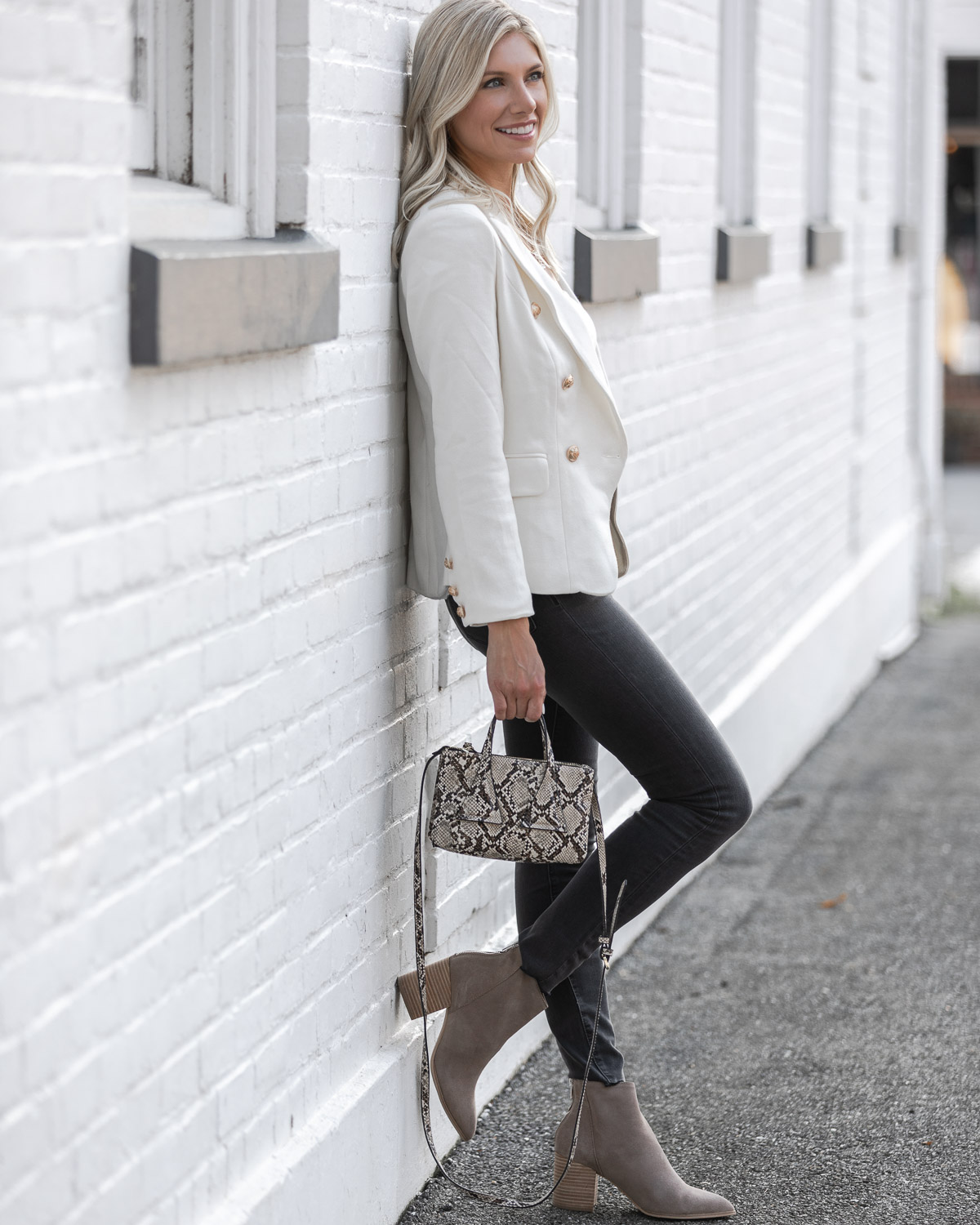 casual neutral outfit for fall The Glamorous Gal