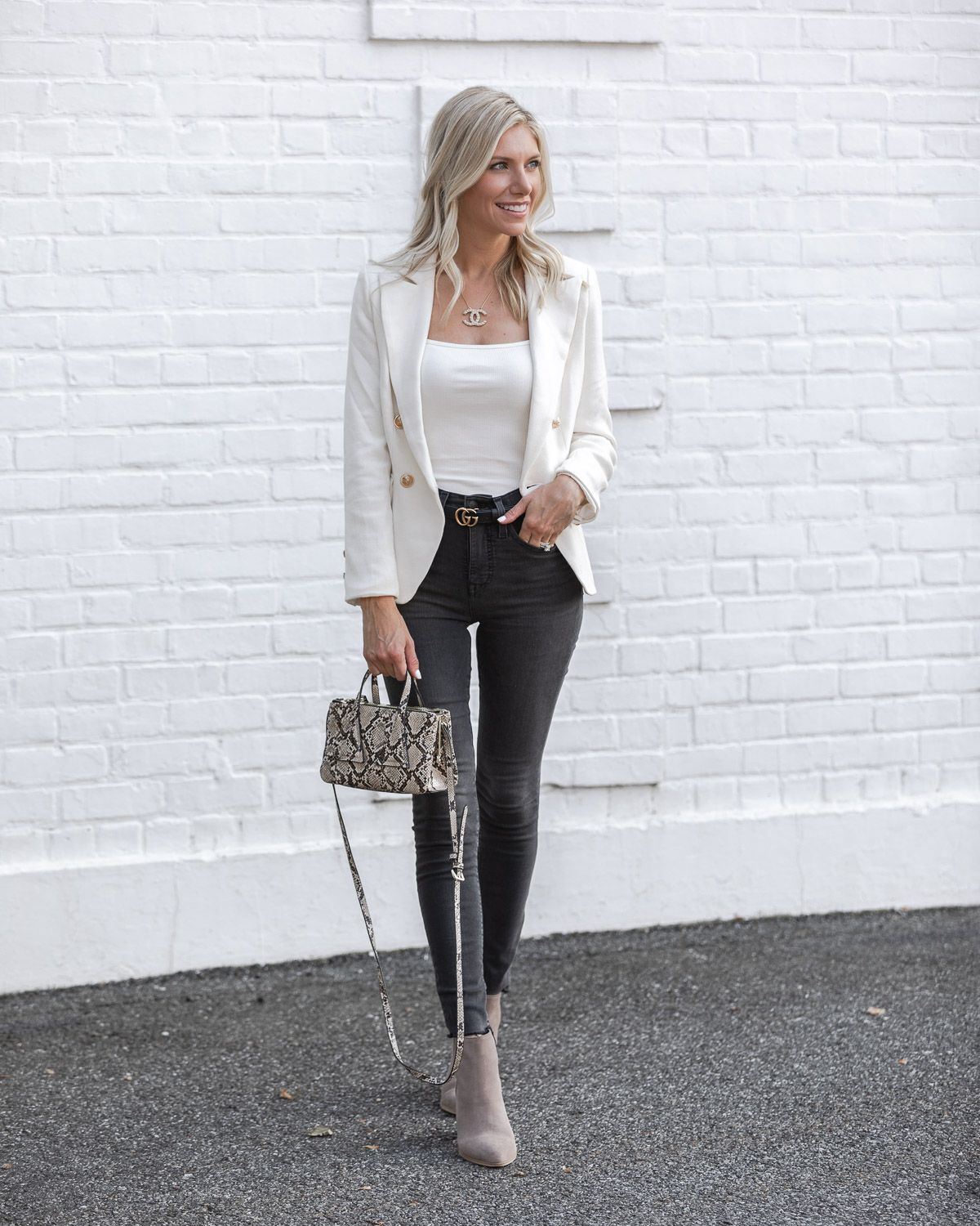 madewell gray jeans and gucci belt The Glamorous Gal