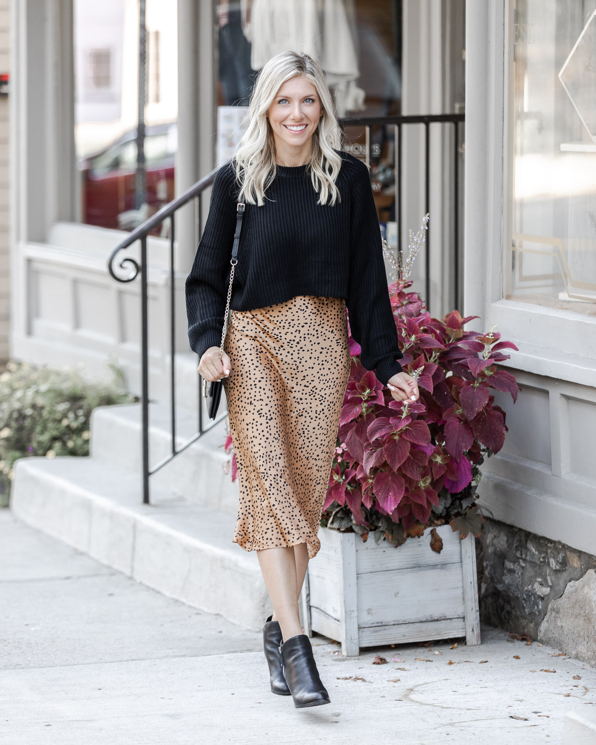 the perfect casual fall skirt The Glamorous Gal