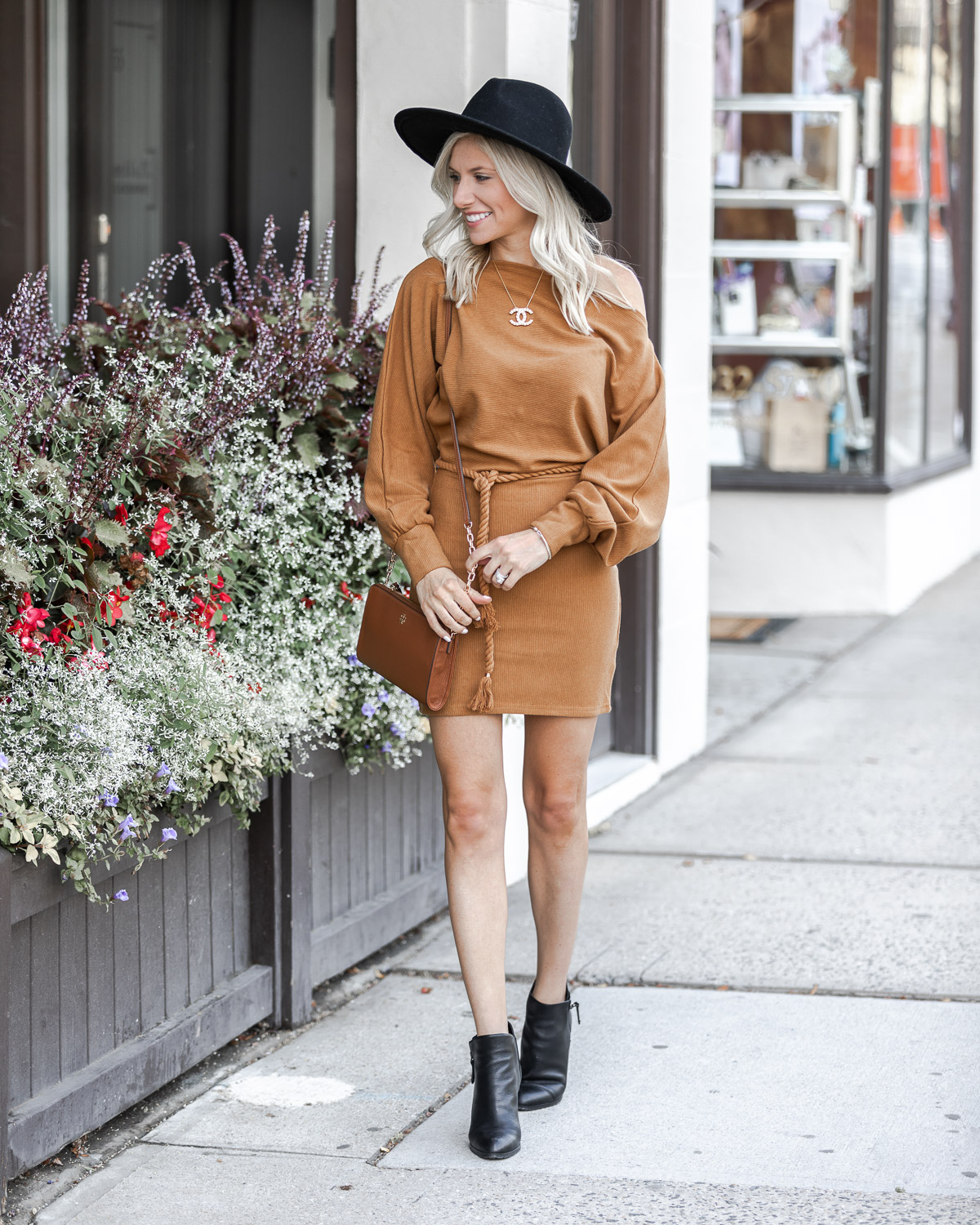 the perfect fall neutral outfit The Glamorous Gal