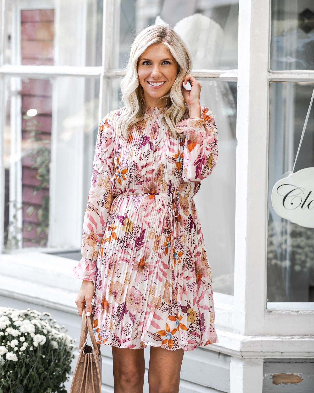 the perfect long sleeve dress for fall The Glamorous Gal