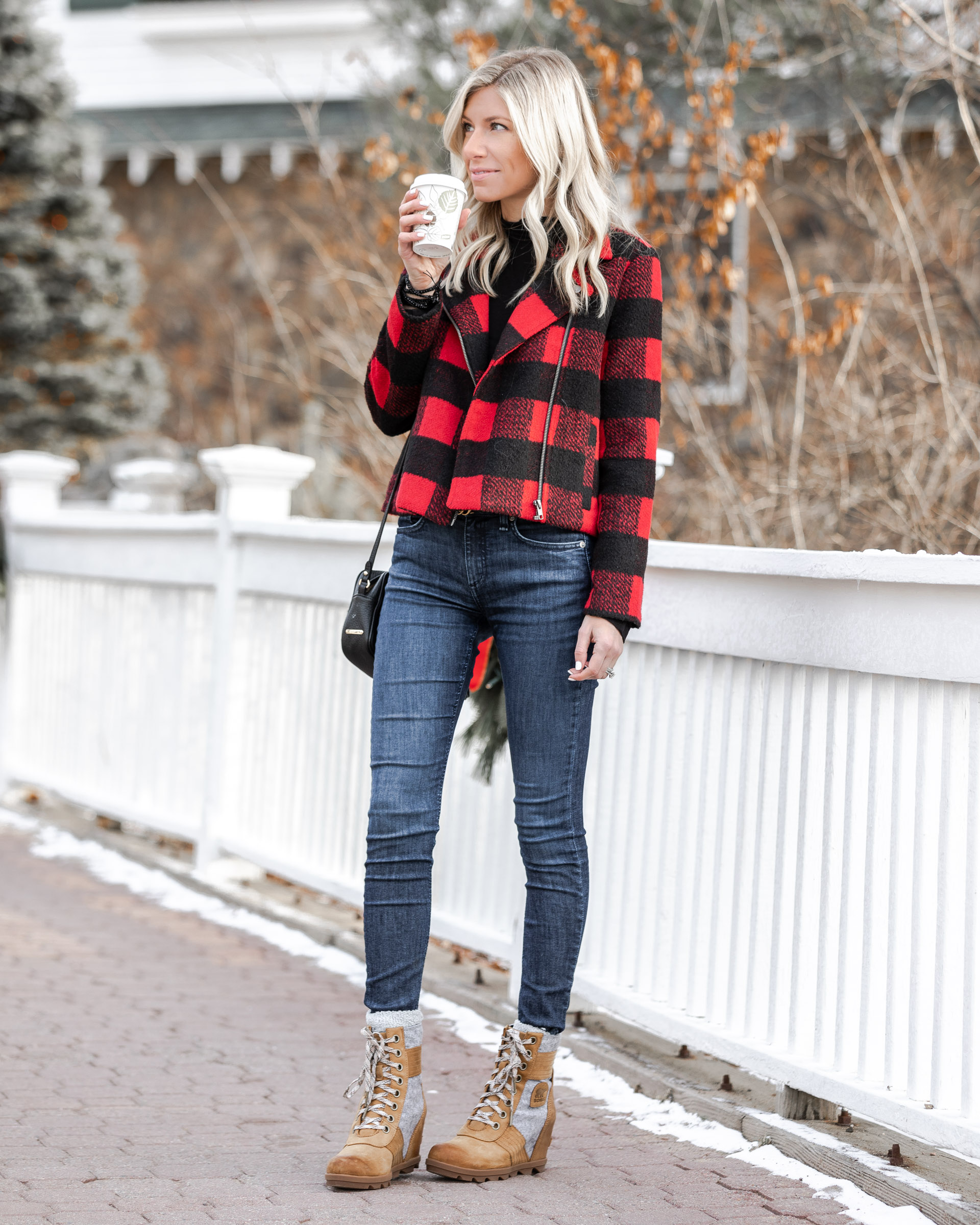 the-perfect-winter-outfit-for-lake-placid-the-glamorous-gal