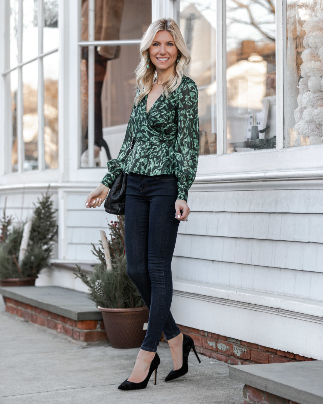 the-perfect-casual-date-night-look-for-winterr-the-glamorous-gal