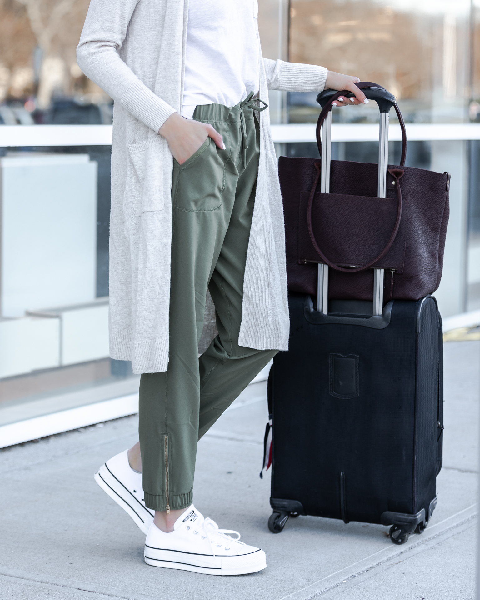 albion-fit-sage-jetsetters-comfortable-athleisure-outfit-the-glamorous-gal
