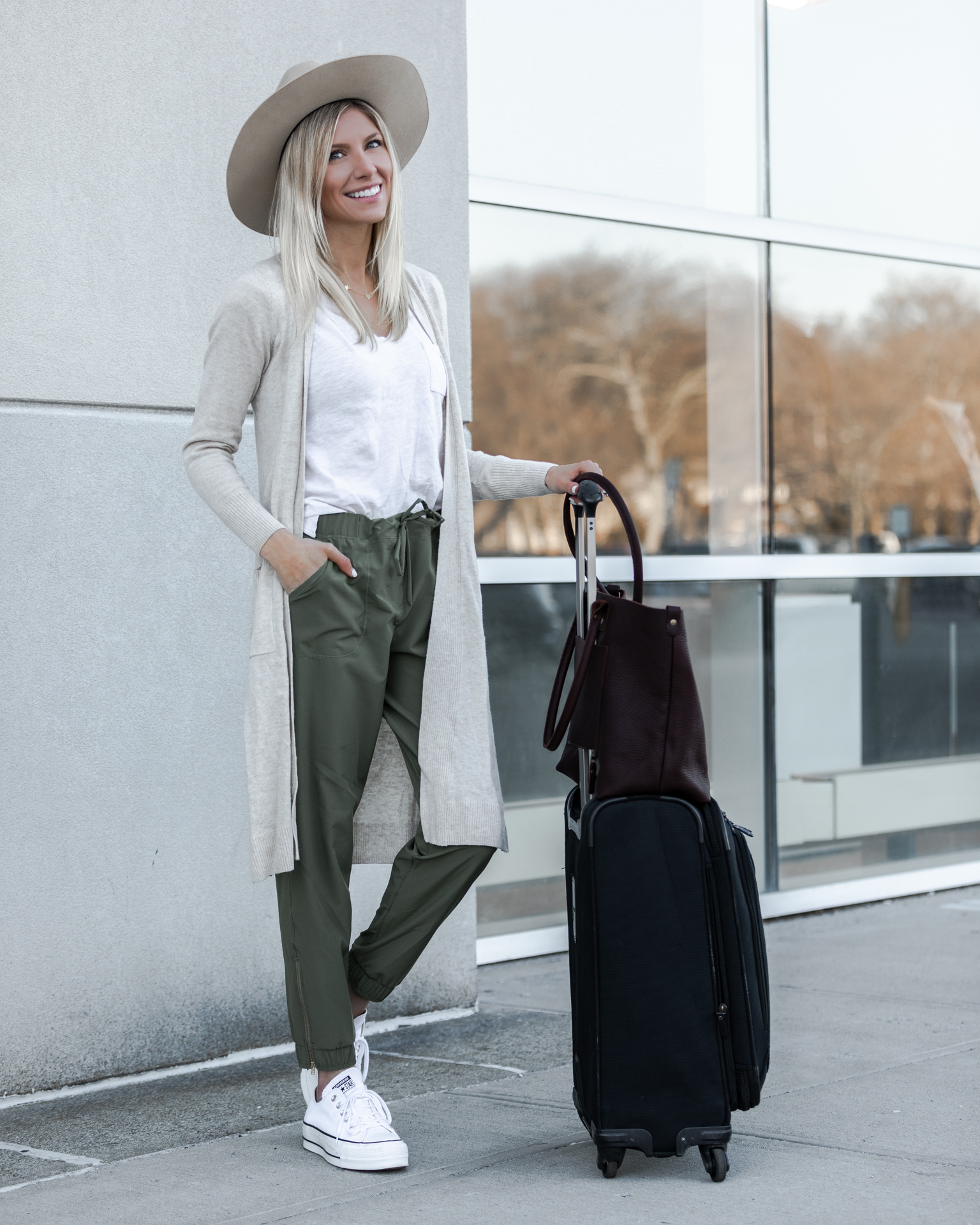 albion-fit-sage-jetsetters-travel-outfit-the-glamorous-gal