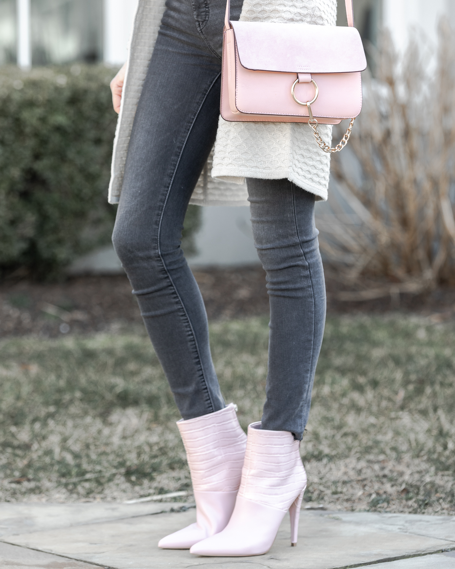 blush-outfit-details-the-glamorous-gal
