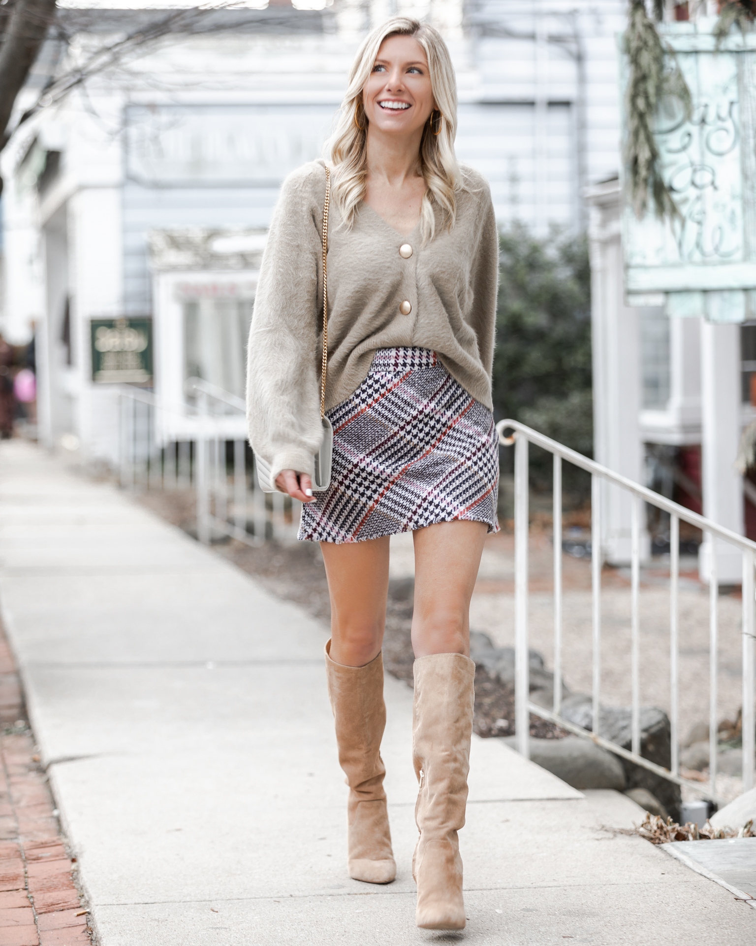 casual-neutral-look-from-princess-polly-boutique-the-glamorous-gal
