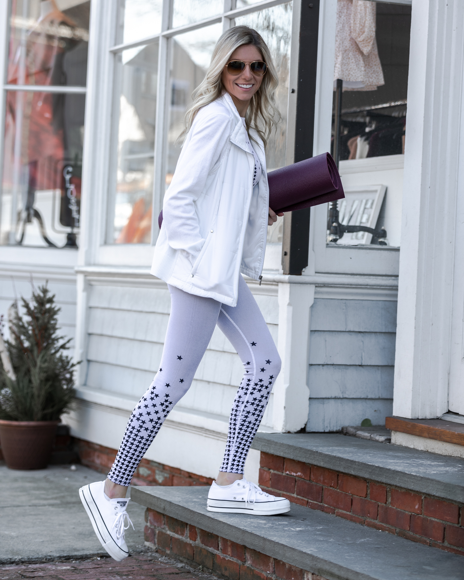 fabletics-althetic-wear-star-detail-leggings-the-glamorous-gal
