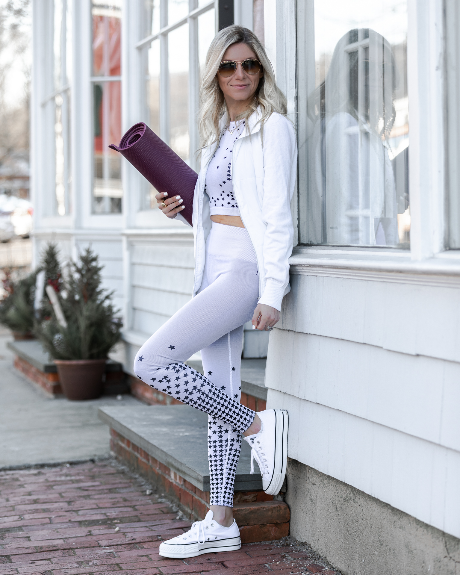 fabletics-fitness-and-athleisure-silver-star-set-the-glamorous-gal