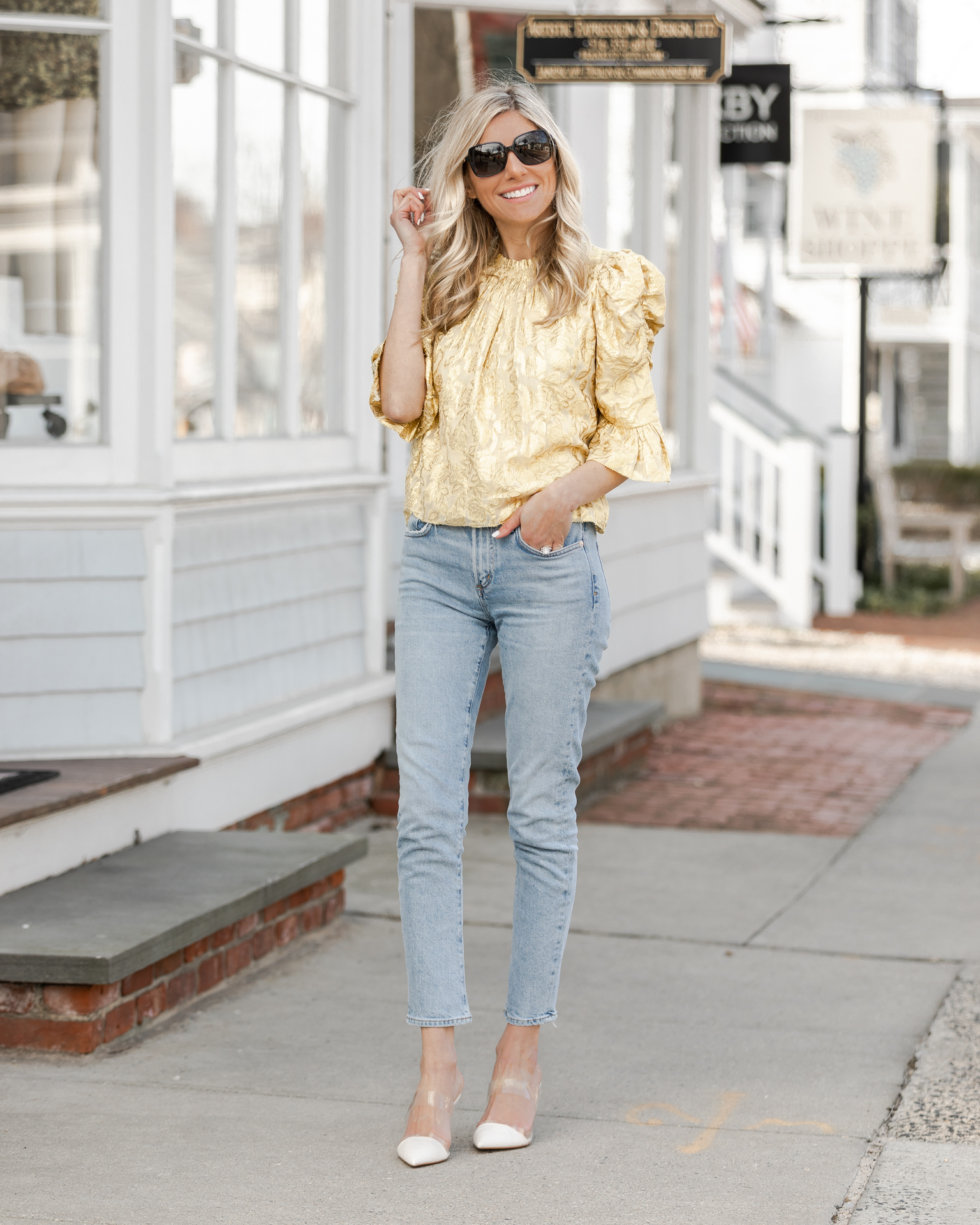 chic-and-feminine-top-from-saylor-the-glamorous-gal