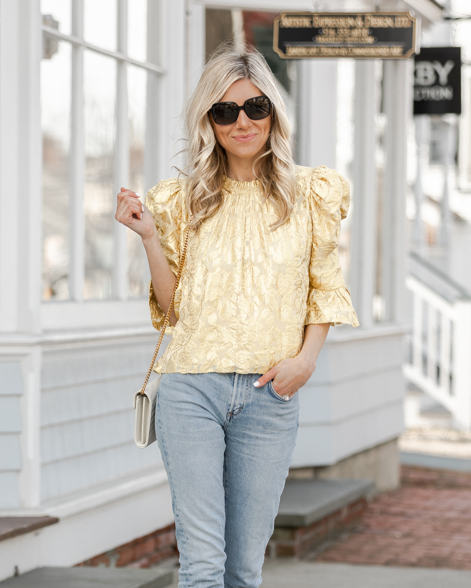 the-perfect-puff-sleeve-top-for-spring-the-glamorous-gal