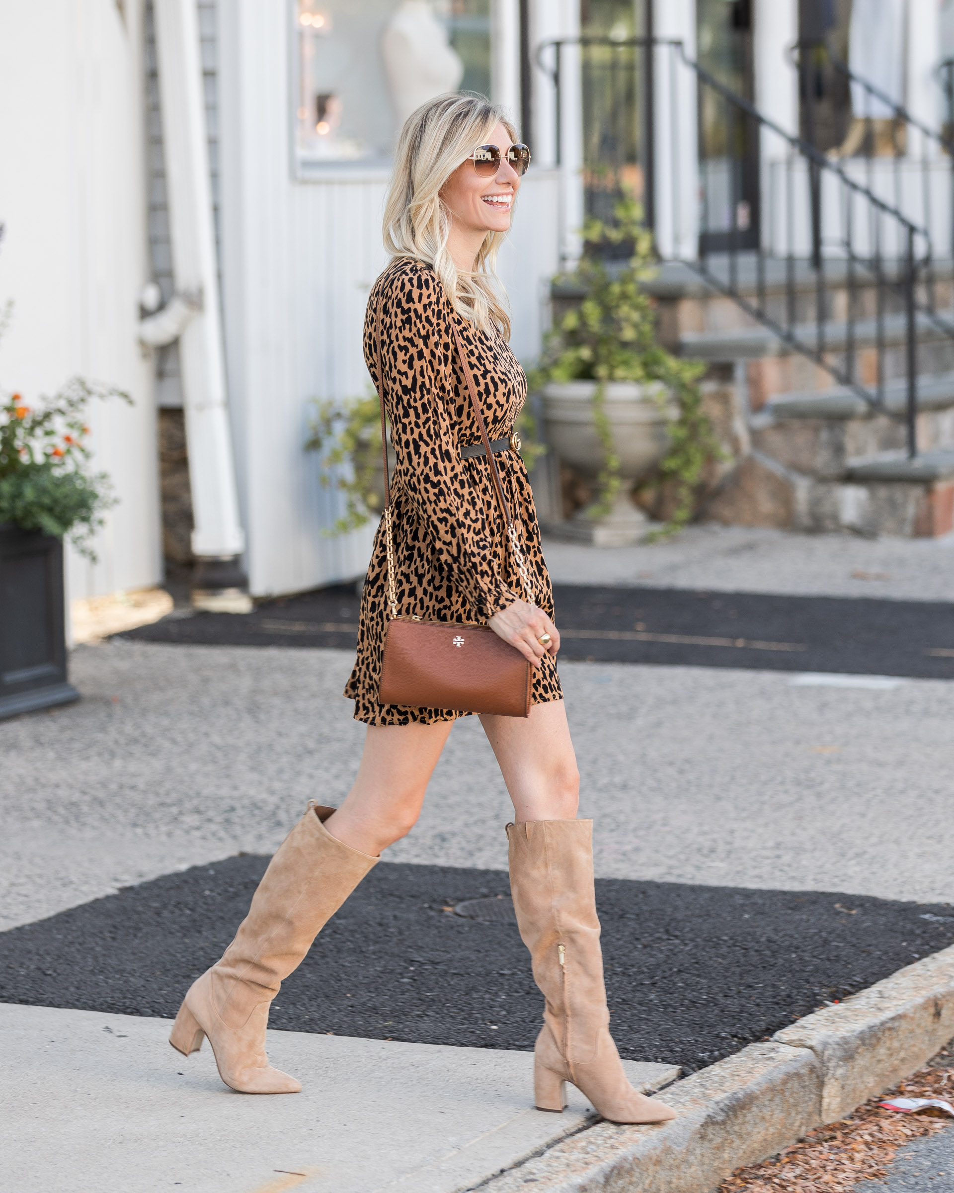 fall-outfit-details-in-leopard-the-glamorous-gal