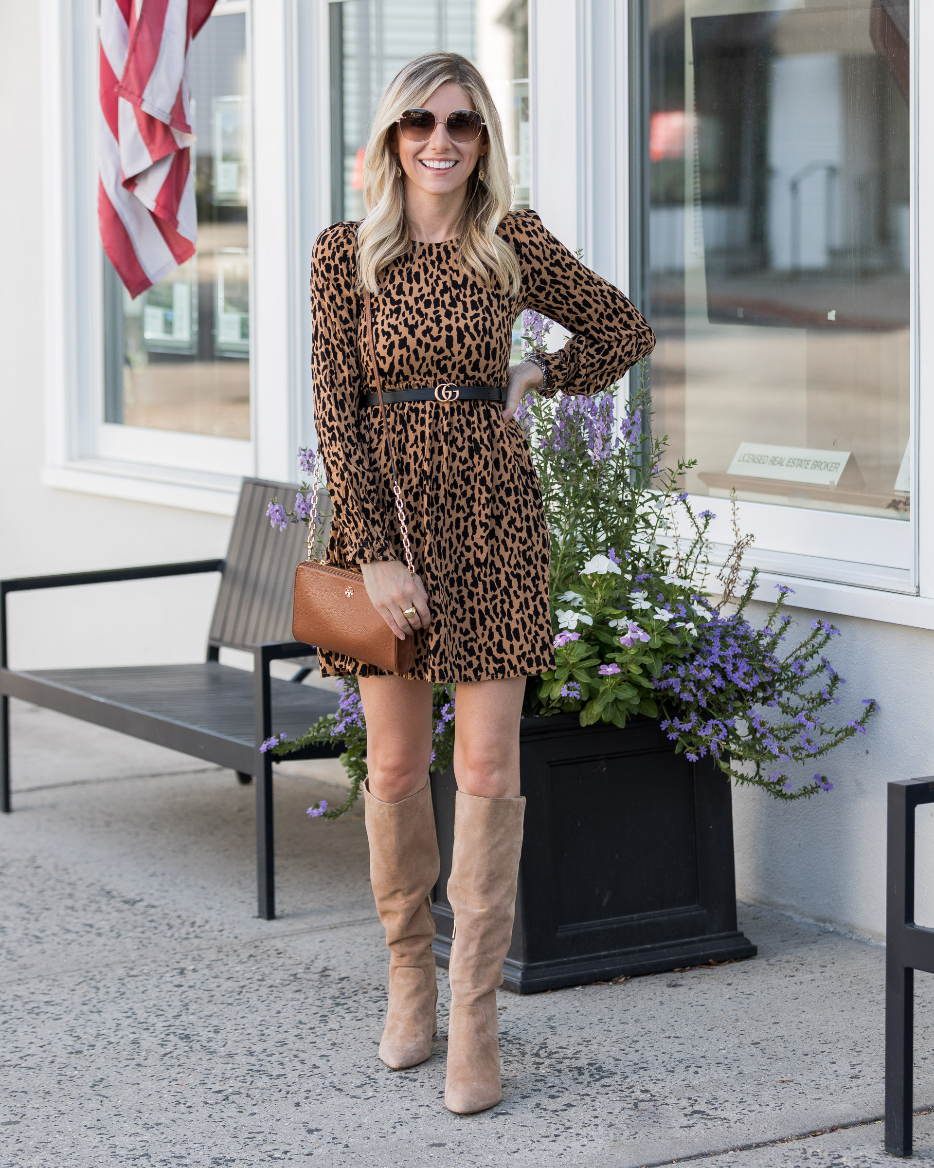 how-to-mix-brown-and-black-for-fall-the-glamorous-gal