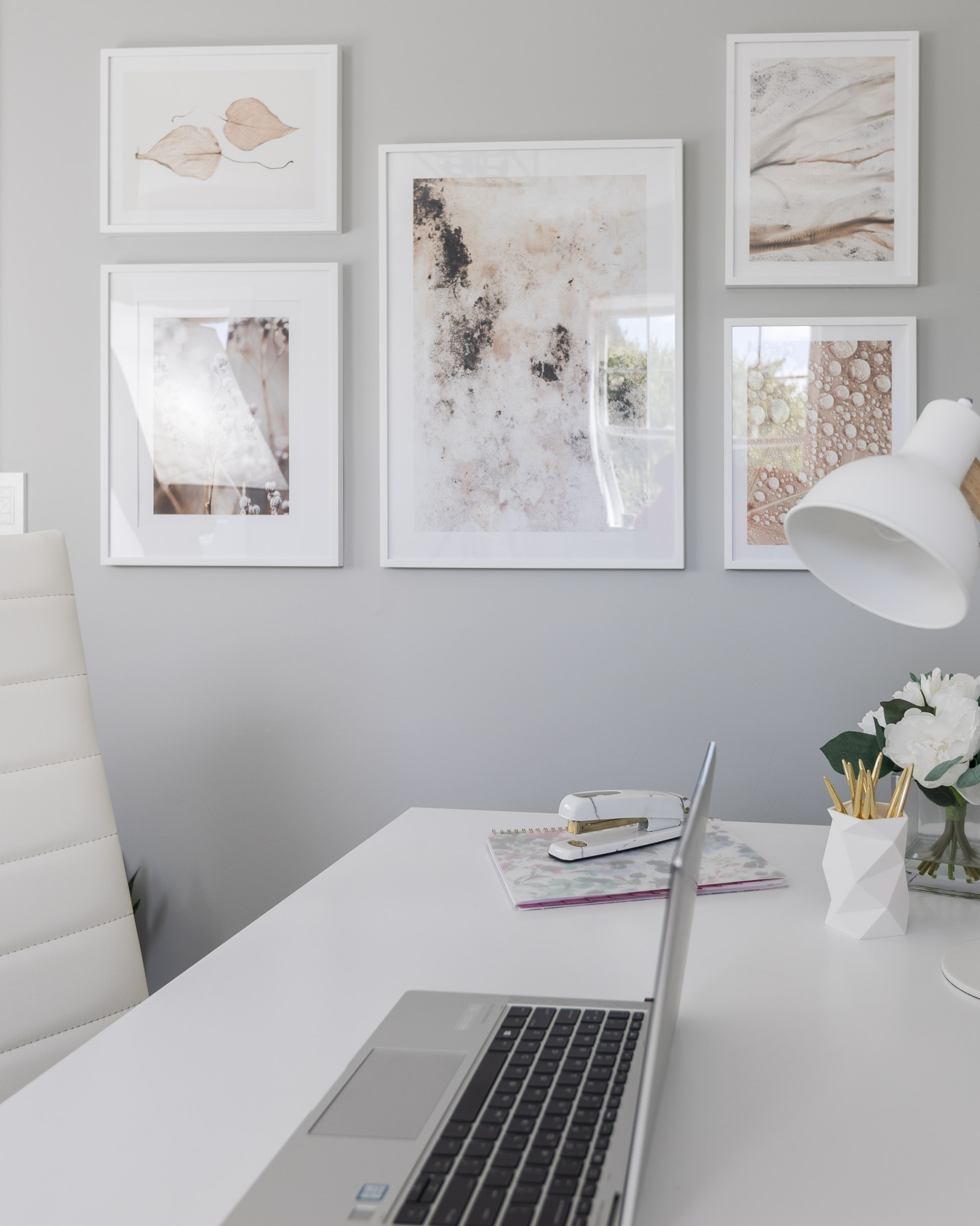 neutral-abstract-gallery-wall-the-glamorous-gal
