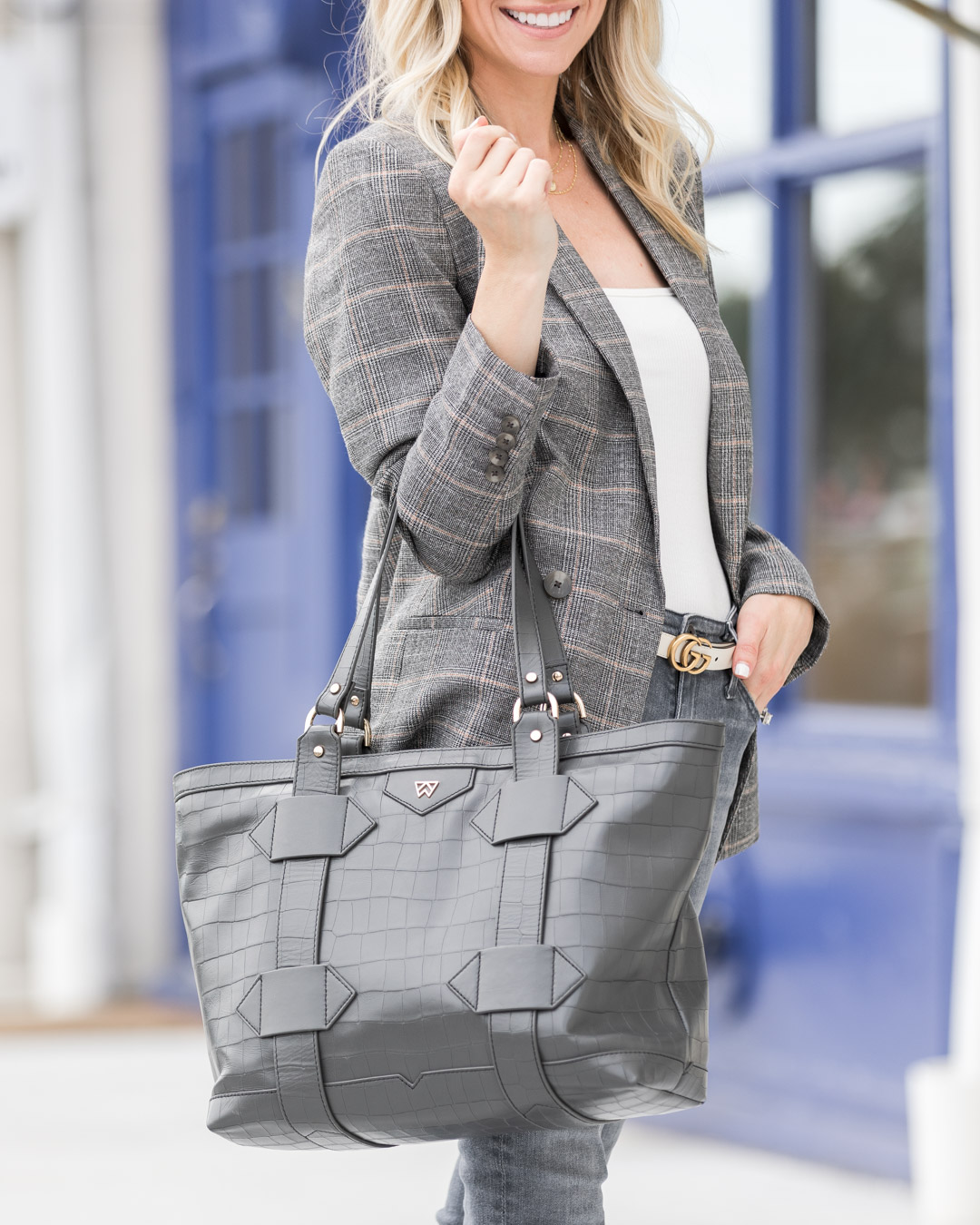 neutral-gray-tote-bag-from-ky-the-glamorous-gal