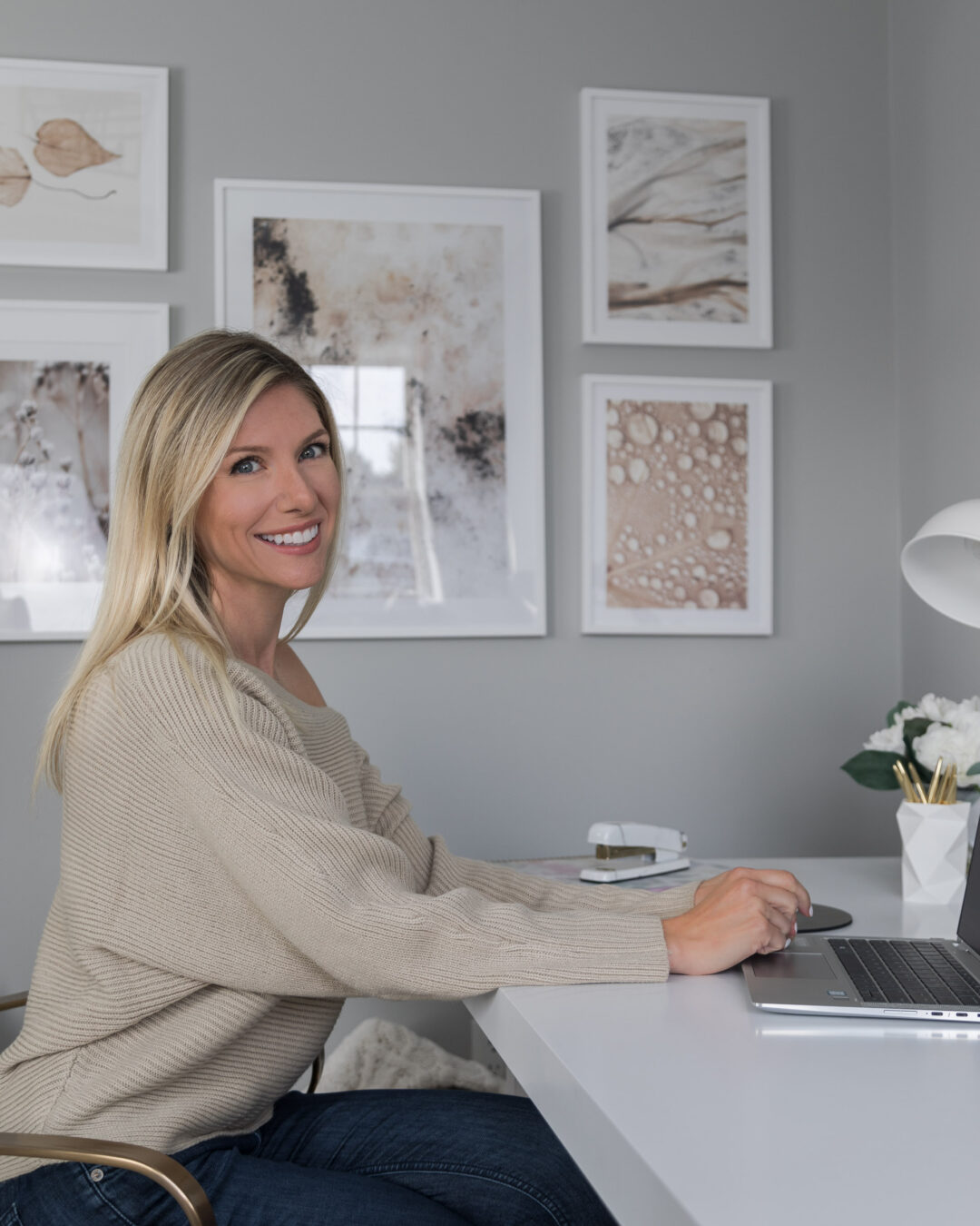 neutral-home-office-with-desenio-gallery-walll-the-glamorous-gal