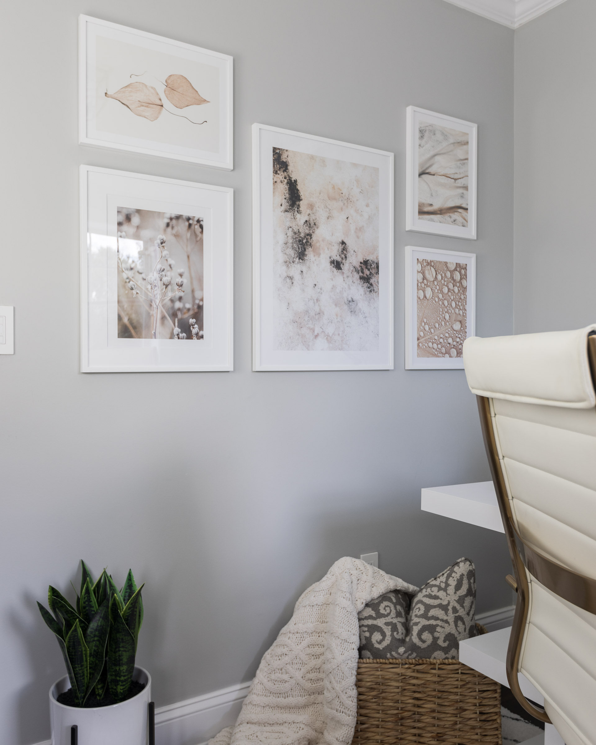 office-gallery-wall-cozy-corner-the-glamorous-gal