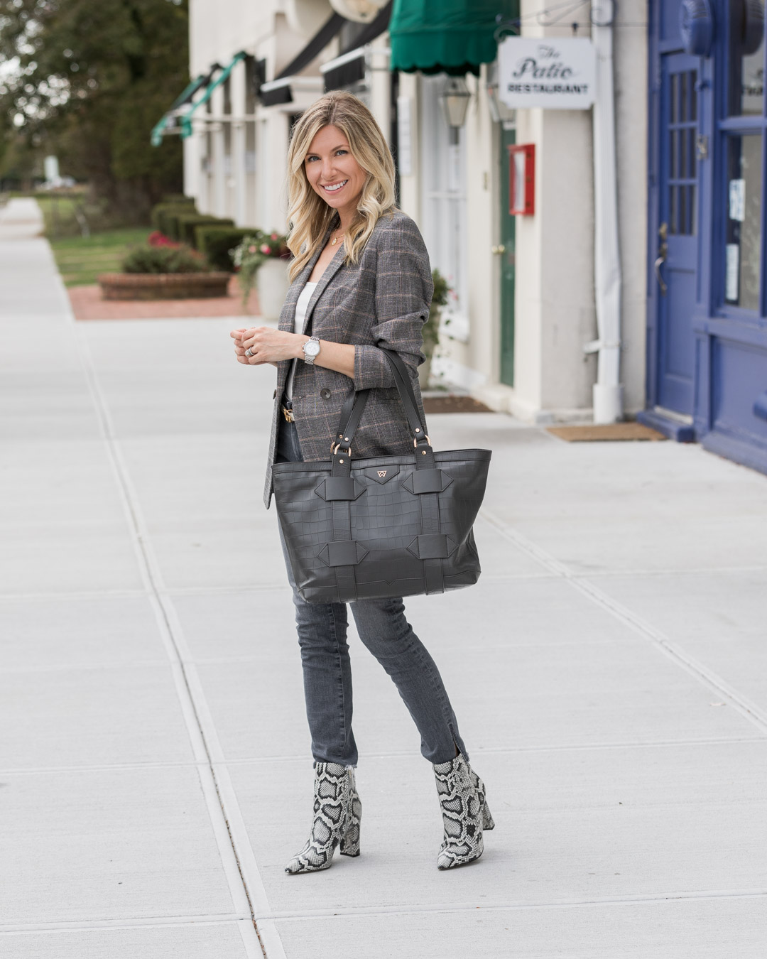 plaid-express-blazer-and-kelly-wynne-bag-the-glamorous-gal