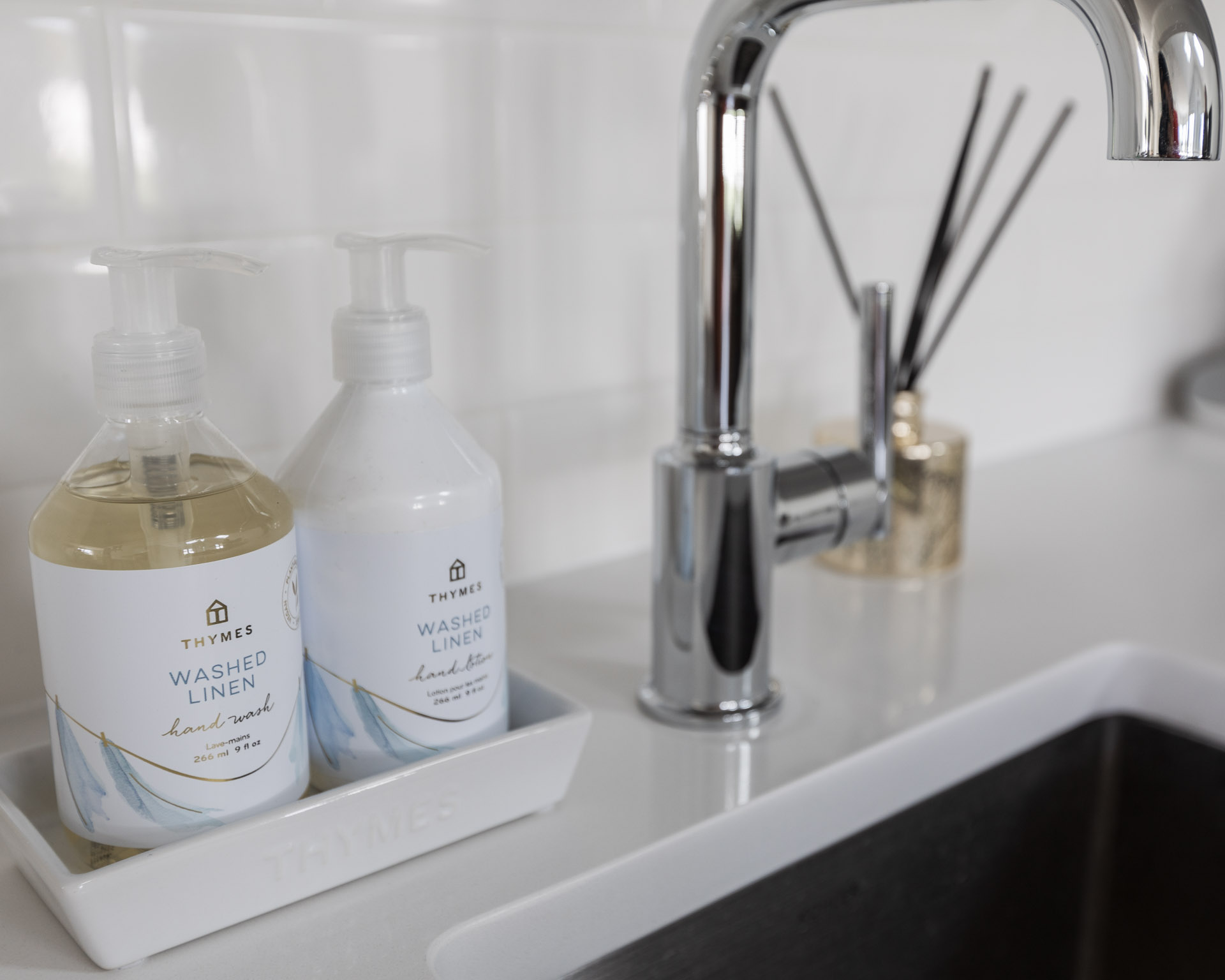 thymes-ffresh-linen-scented-soap-and-moisturizer-the-glamorous-gal