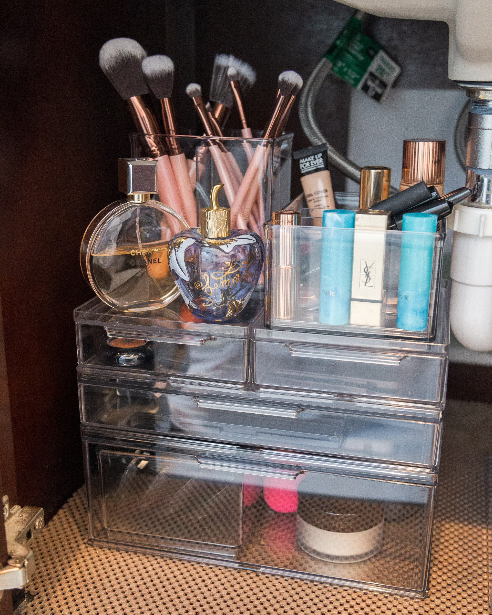 bathroom-organization-make-up-case-the-container-store-the-glamorous-gal