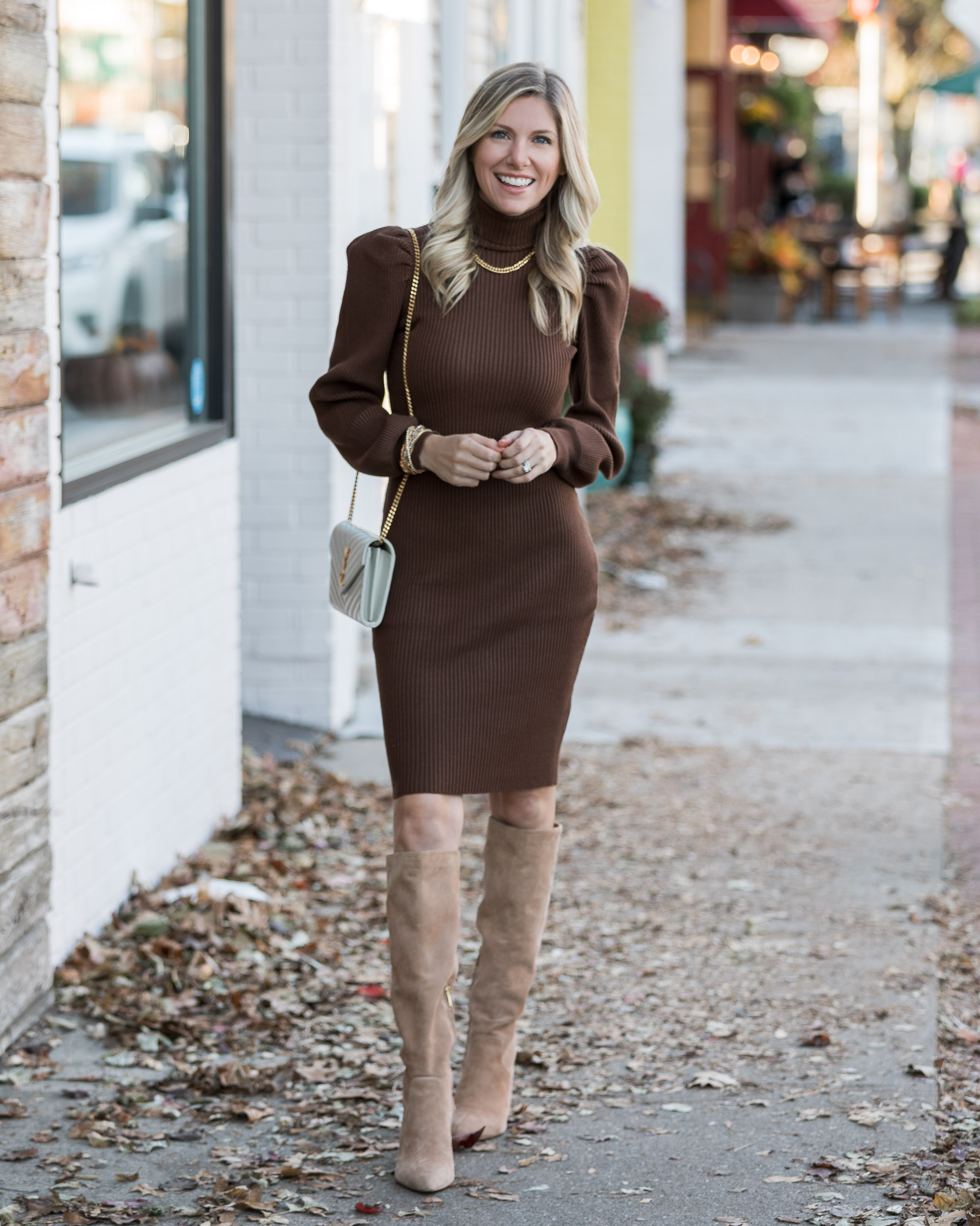 casual-neutral-holiday-outfit-ideas-from-just-fab-the-glamorous-gal