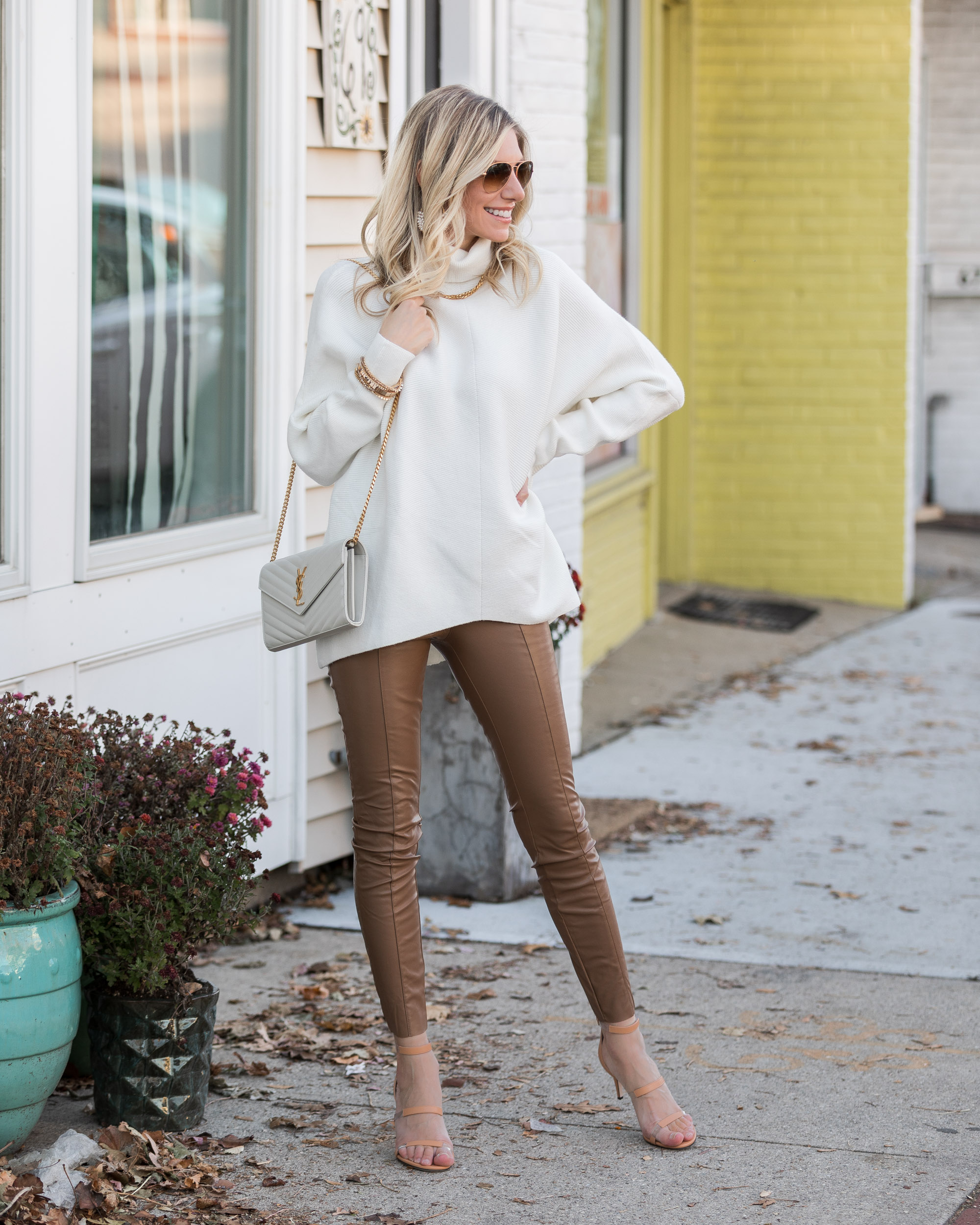 casual-sweater-and-faux-leather-leggings-outfit-for-thanksgiving-the-glamorous-gal