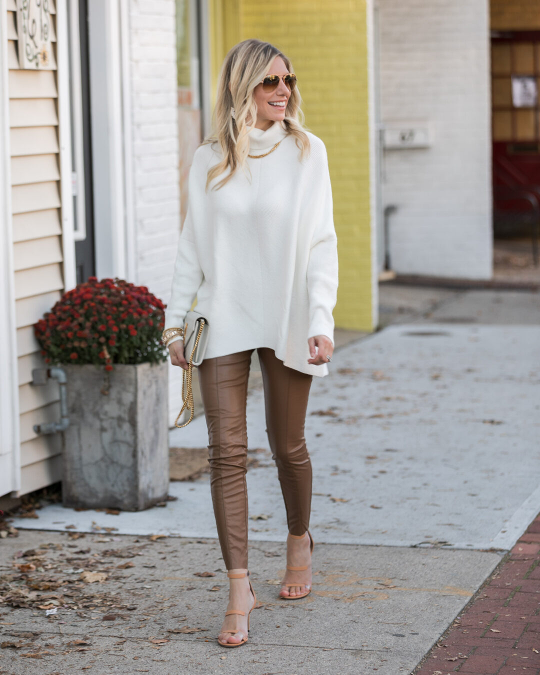 effortless-and-comfortable-thanksgiving-look-the-glamorous-gal