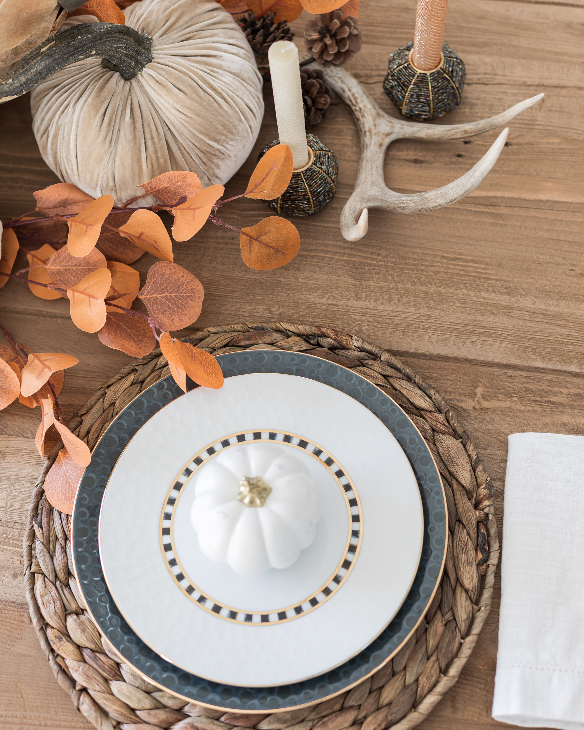 makenzie-childs-thanksgiving-table-setup-the-glamorous-gal