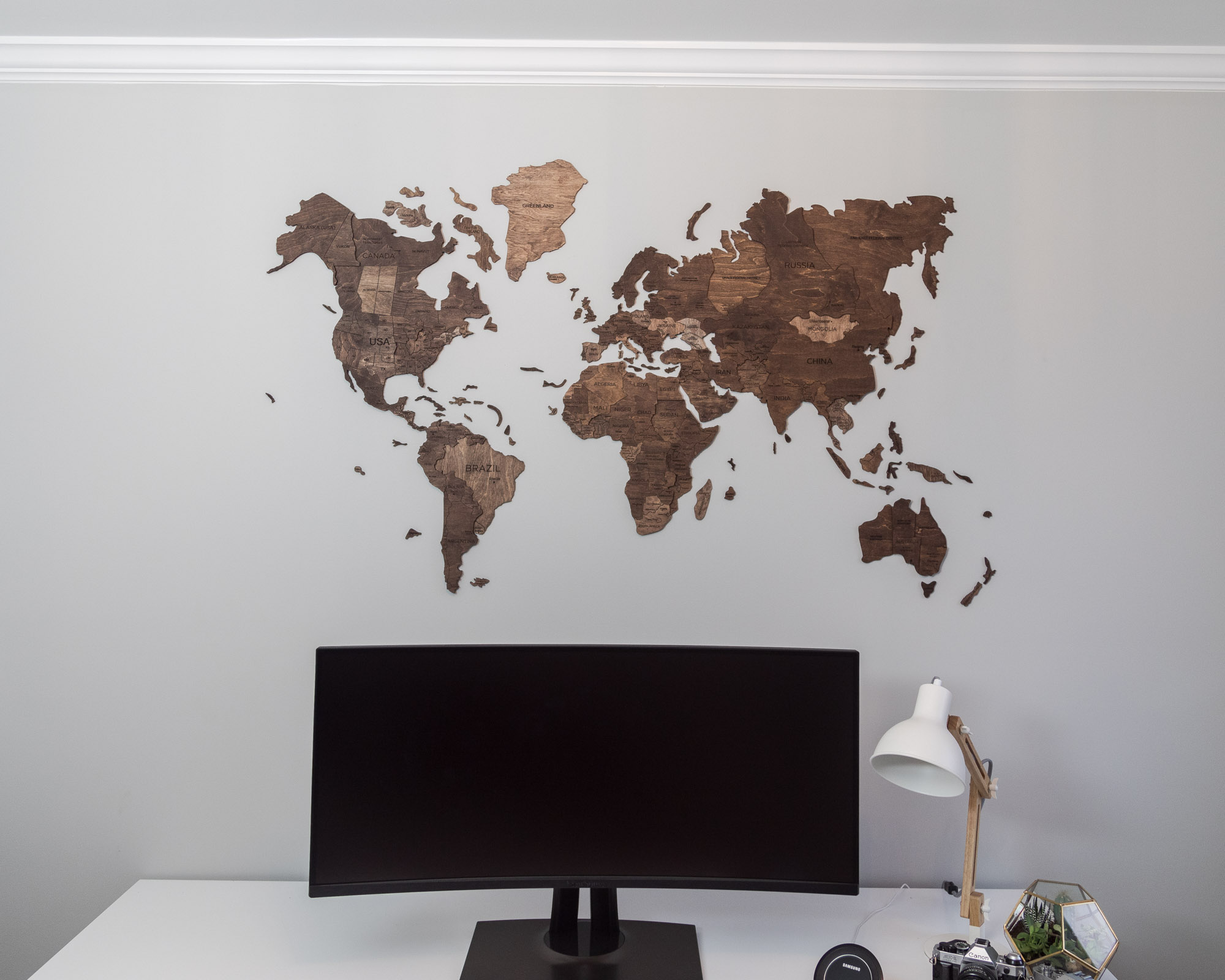 enjoy-the-wood-world-map-Large-dark-walnut-basic-the-glamorous-gal