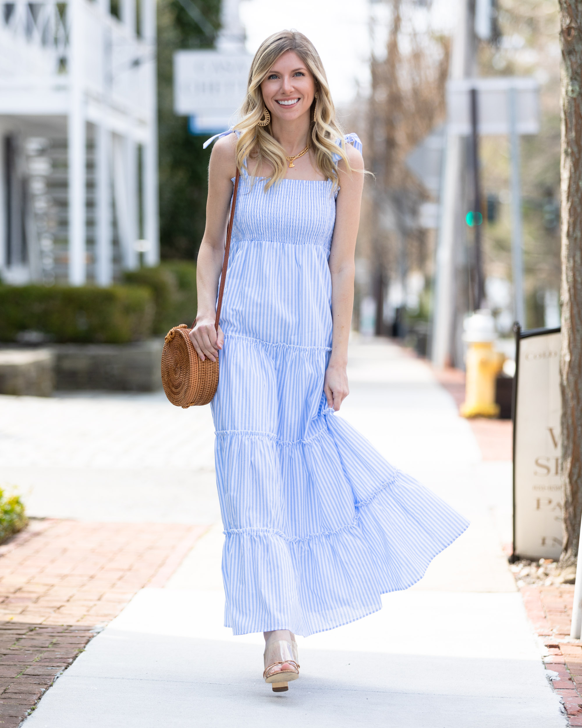flow-sundress-perfect-for-the-beach-or-brunch-the-glamorous-gal