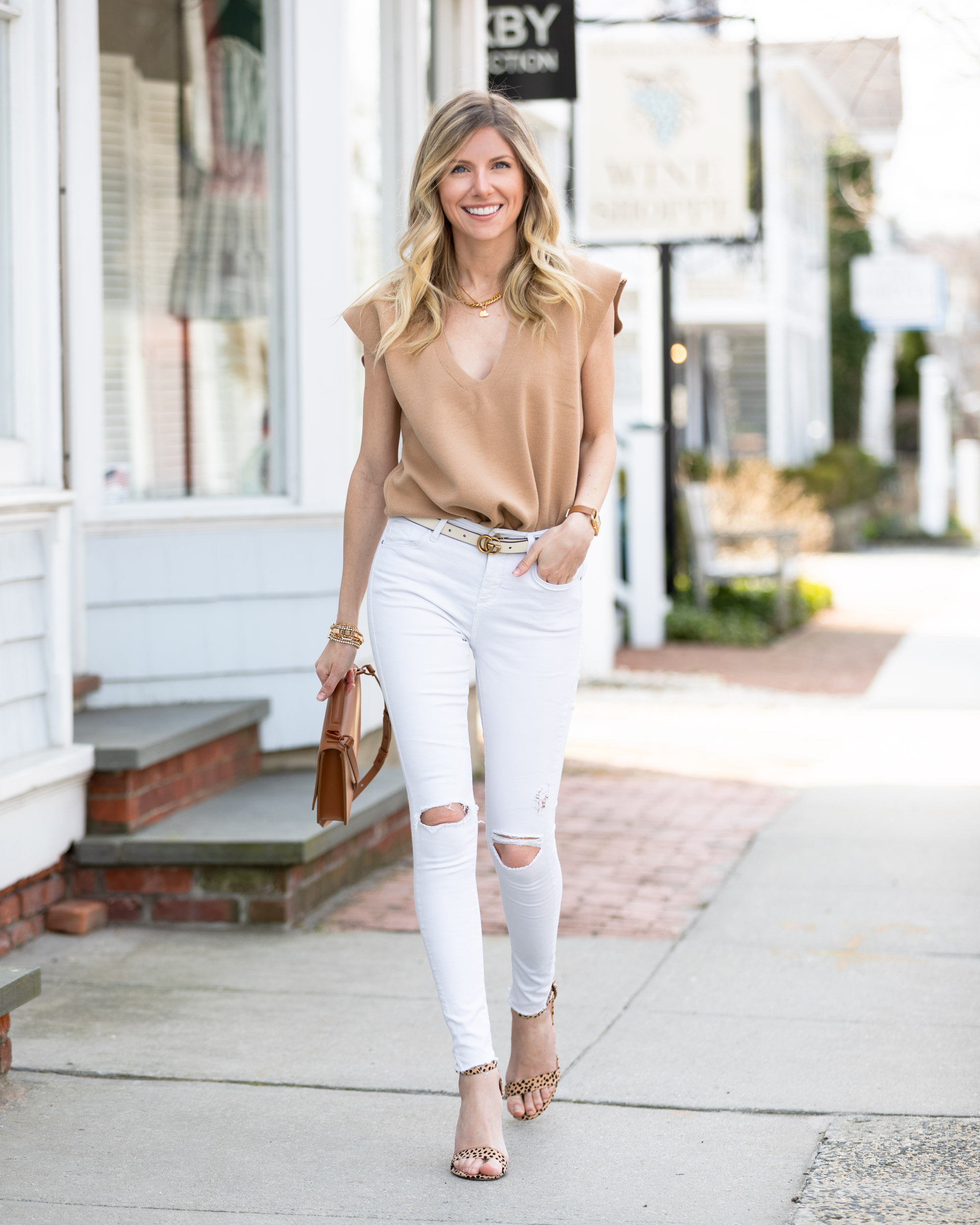 neutral-camel-and-white-outfit-the-glamorous-gal