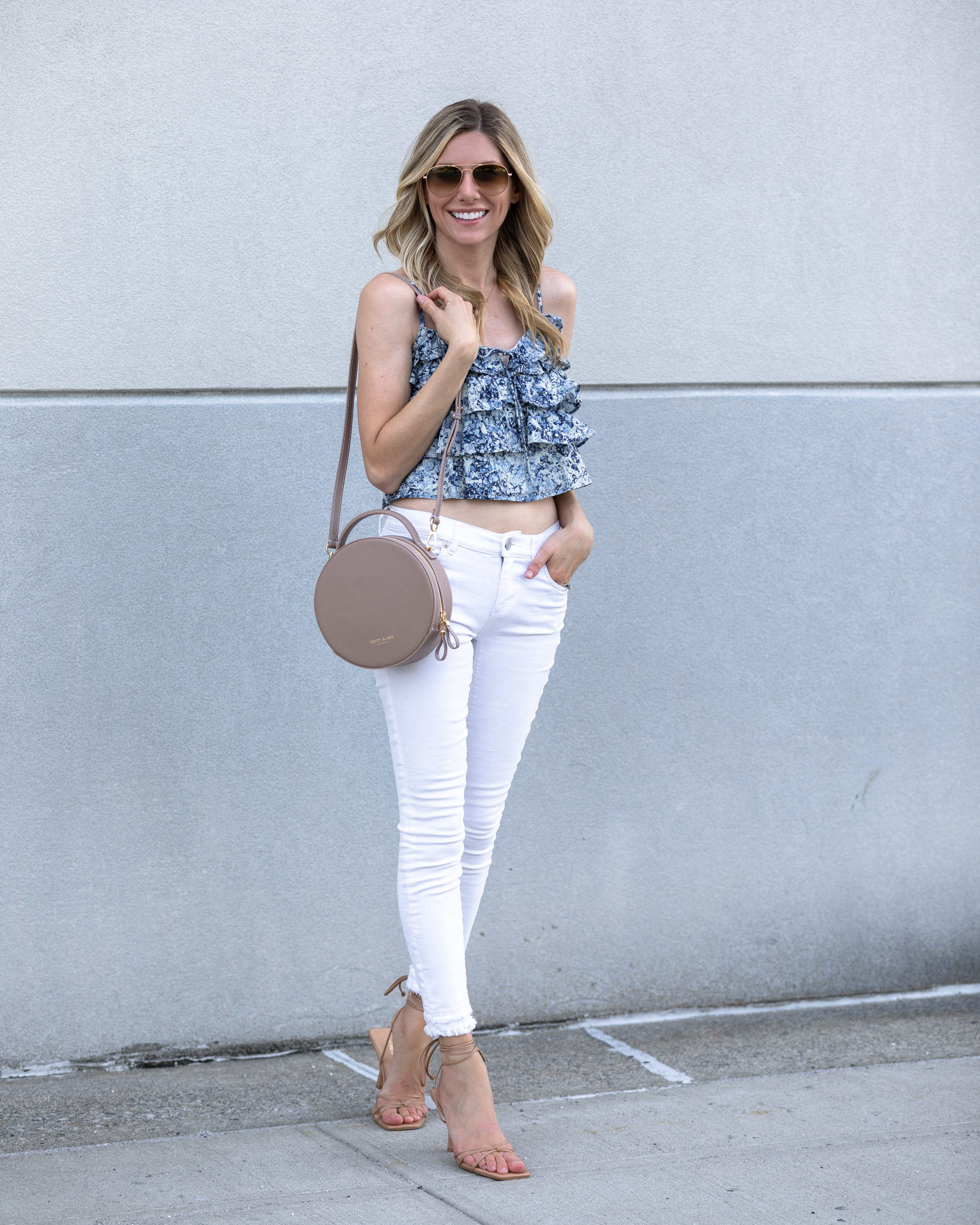 express-floral-top-and-white-jeans-the-glamorous-gal