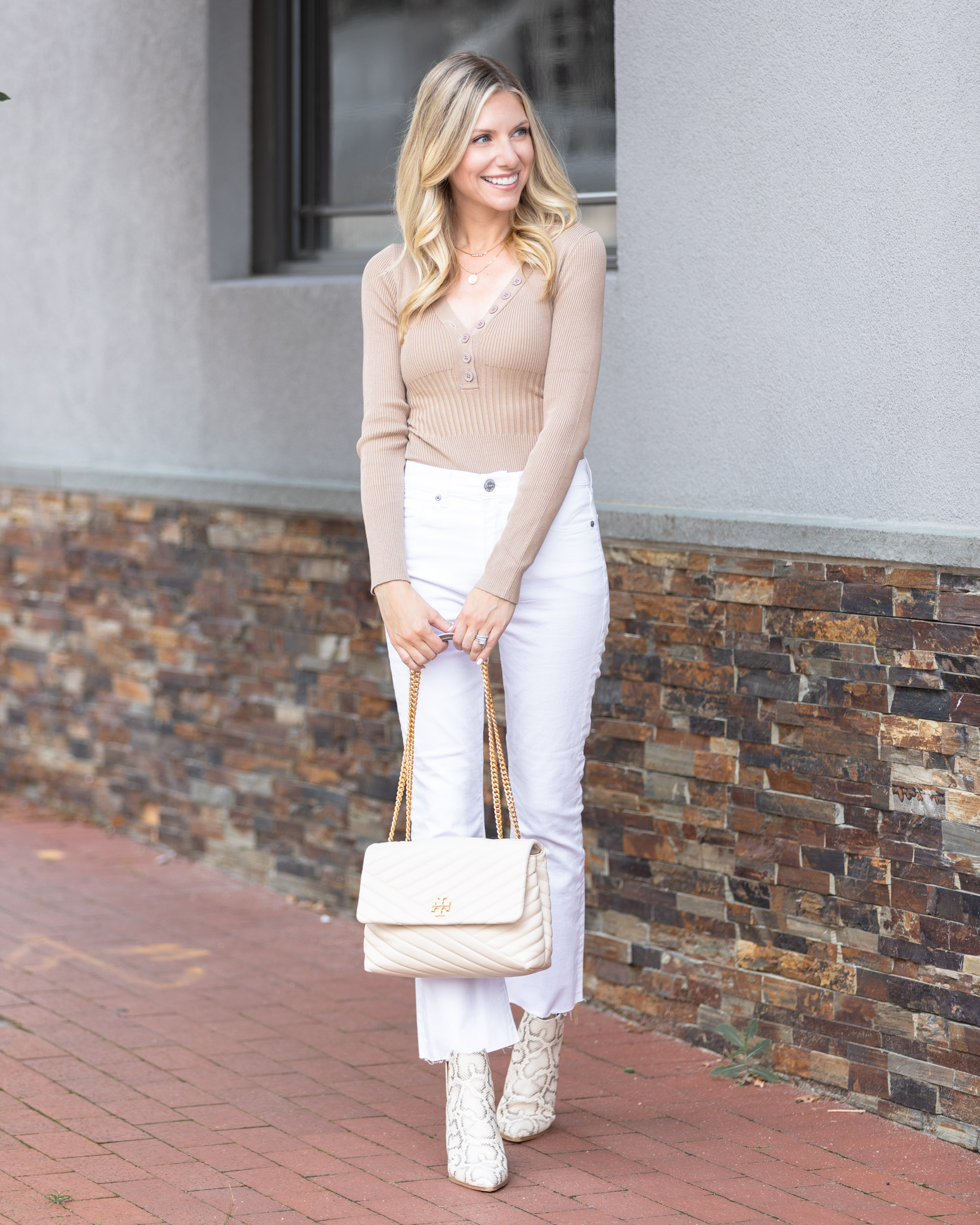 camel-and-white-for-fall-the-glamorous-gal